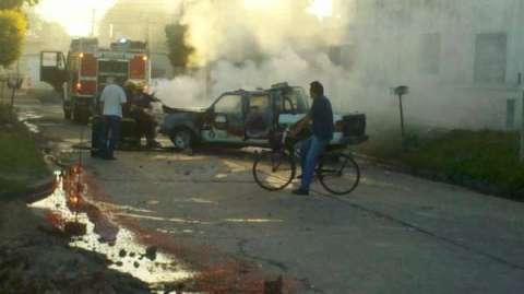 La volante della Polizia data alle fiamme dai tifosi del Ituzaingo