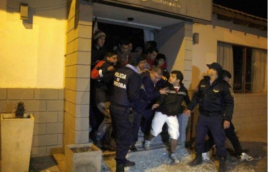 Caos ad Alta Cordoba, 7 arresti