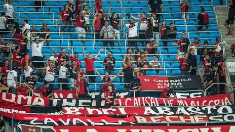 Tifosi del Newell's ieri a Porto Alegre