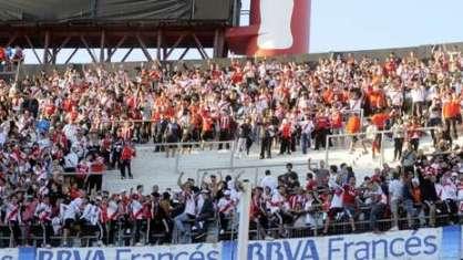 Los Borrachos del Tablon ieri contro il Lanus